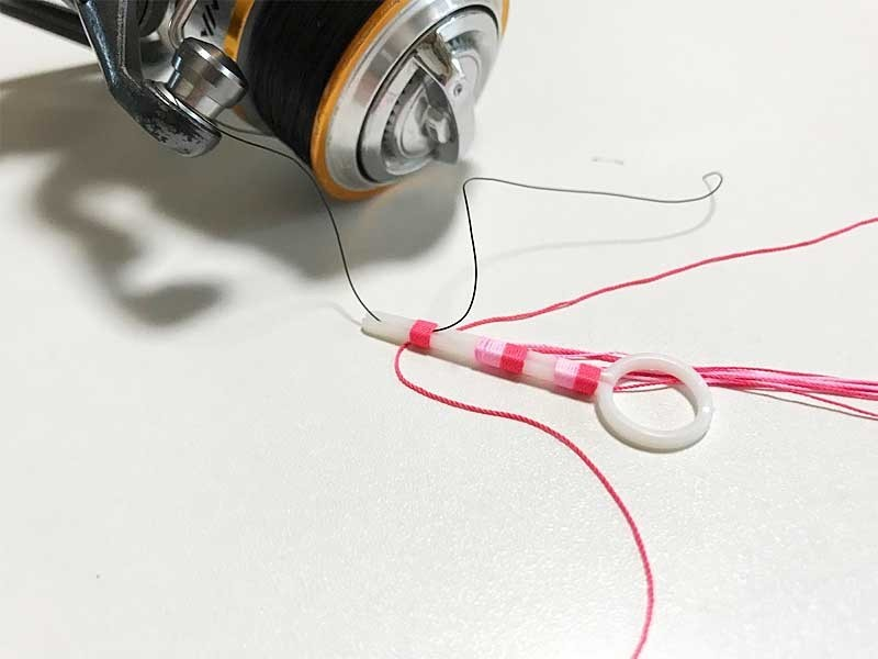 ライン通し用の器具をつかったウキ止め糸