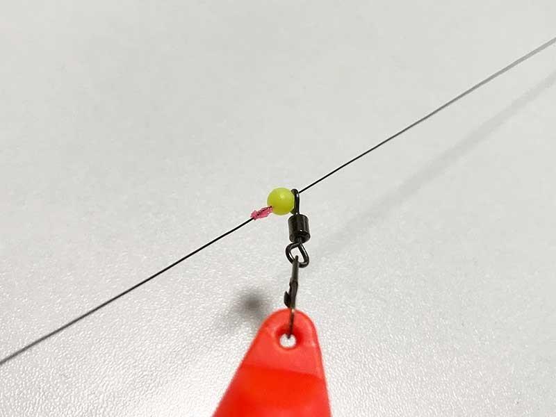 シモリ玉をかますことでウキ止め糸をぬけない