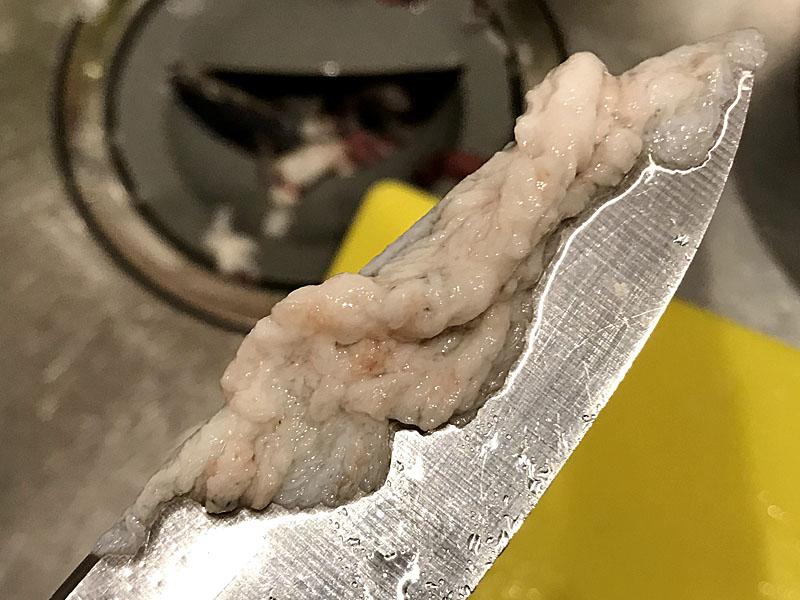 包丁の刃先についてアナゴのヌメリ